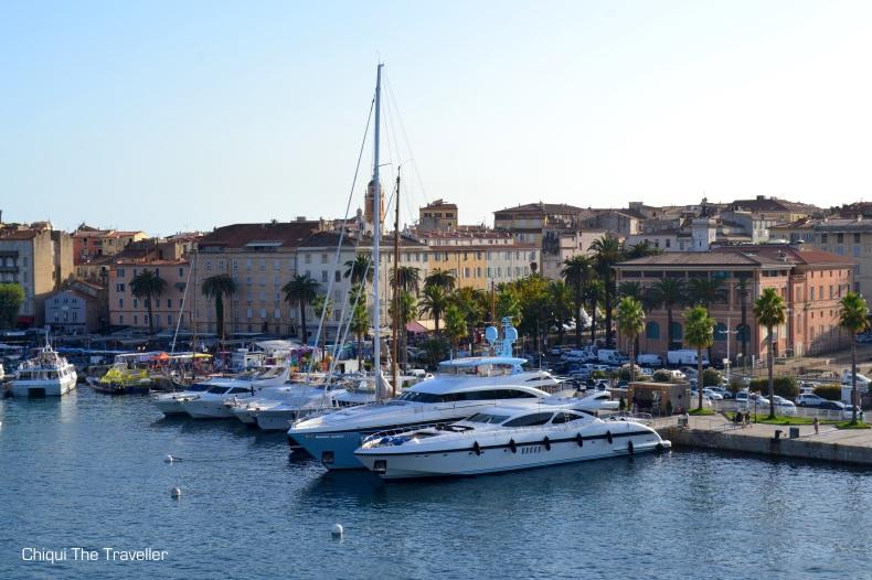 yates veleros Ajaccio Corcega puerto